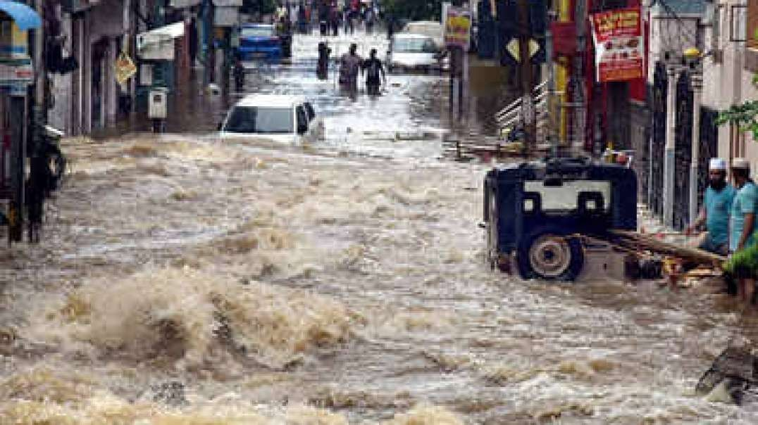 Cyclone Burevi caused storm and heavy rains in Tamil Nadu, Chennai. Flood in Ind_144p.mp4