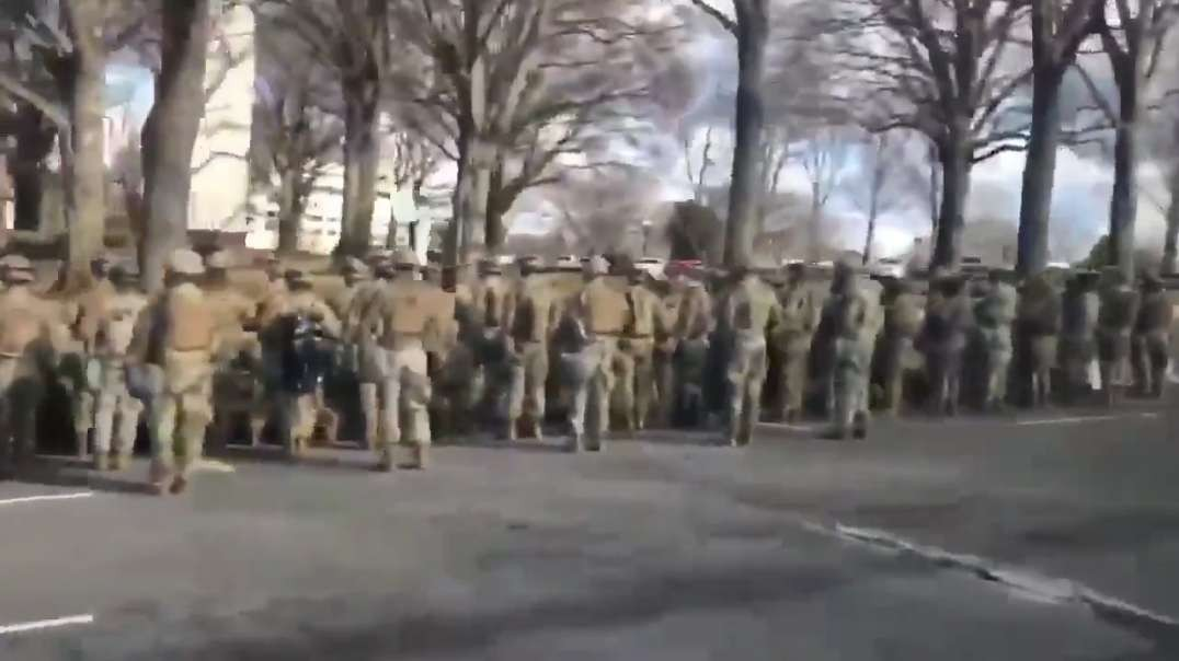 Troops turn their backs on Biden and His Motorcade