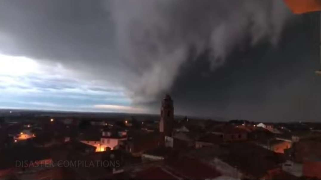 SCARY Storms Over Spain From Storm Hortense - Jan. 22, 2021 borrasca Hortense.mp4