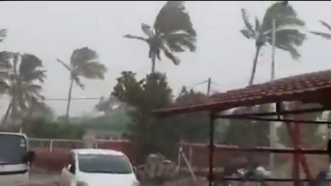 @Storm Wind and rain picking up in BEIRA, MOZAMBIQUE AS CYCLONE Eloise Approache_low.mp4