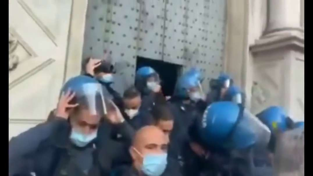 Lockown protest - Police Remove Helmets In Solidarity With Crowds, Genoa, Italy (People Power!)