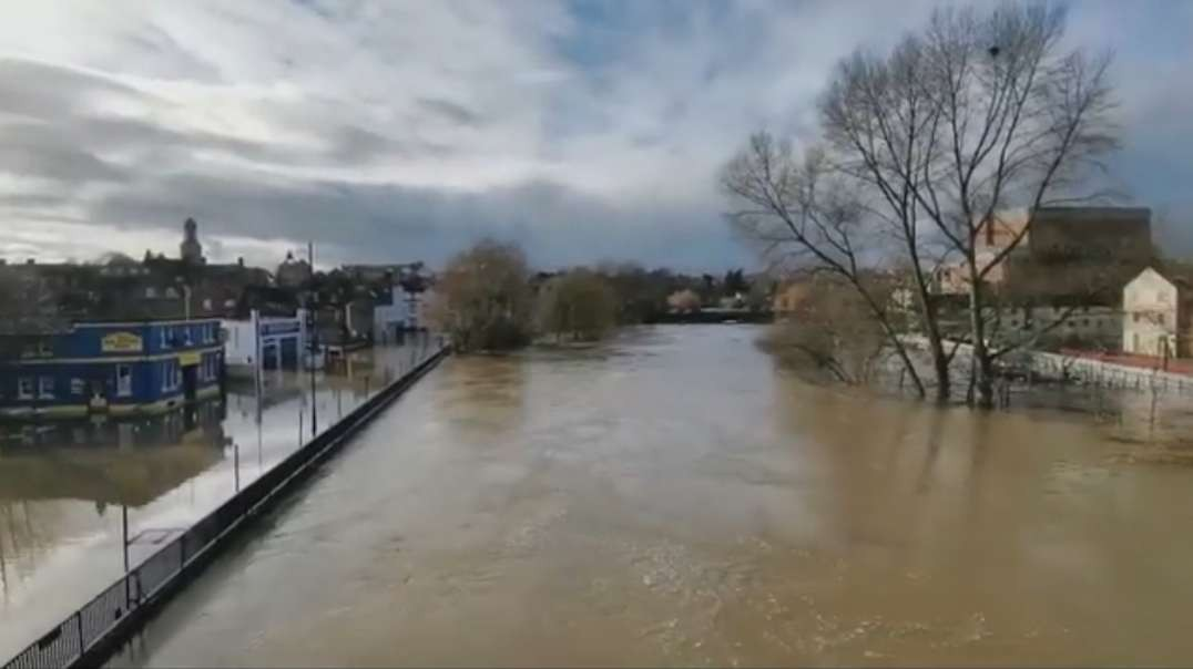 Shropshire flooding- Roads and schools shut as river bursts banks.mp4